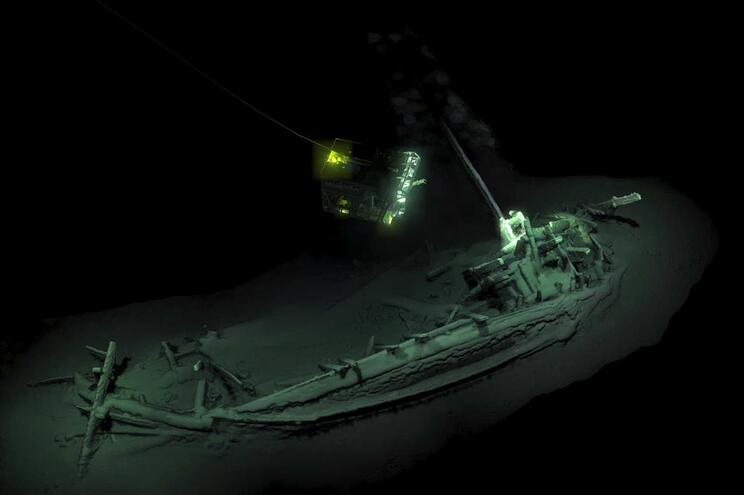 Análises de carbono já realizadas estimam que a embarcação tenha cerca de 2400 anos