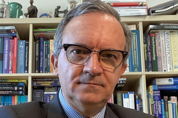 Professor catedrático da Faculdade de Farmácia da Universidade de Lisboa, Rogério Gaspar