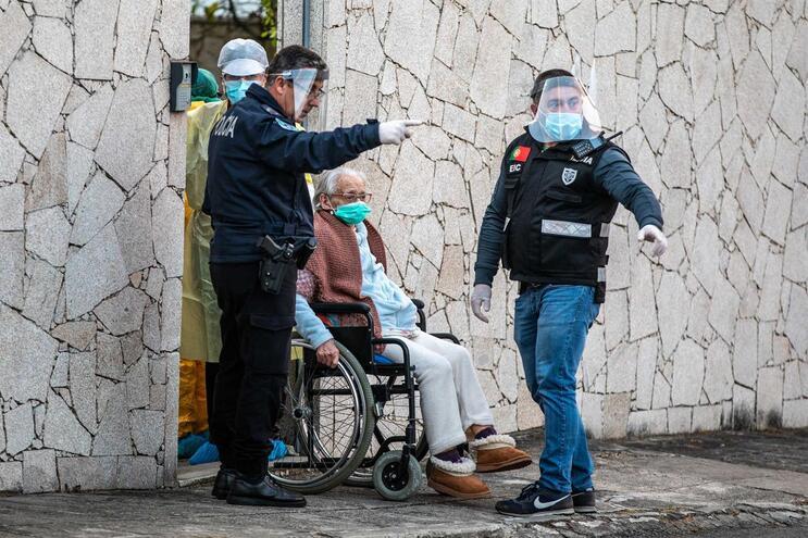 Lar clandestino em Santo Adrião, Famalicão, tinha 11 idosos e foi encerrado pela Segurança Social na
