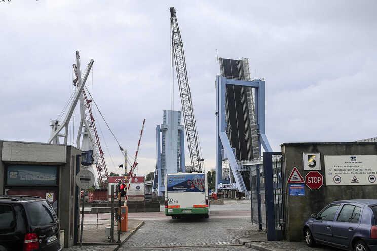 Ponte móvel de Leixões está encerrada há mais de um mês