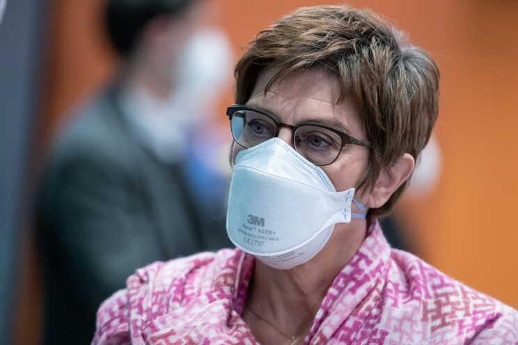 A ministra da Defesa alemã, Annegret Kramp-Karrenbauer
