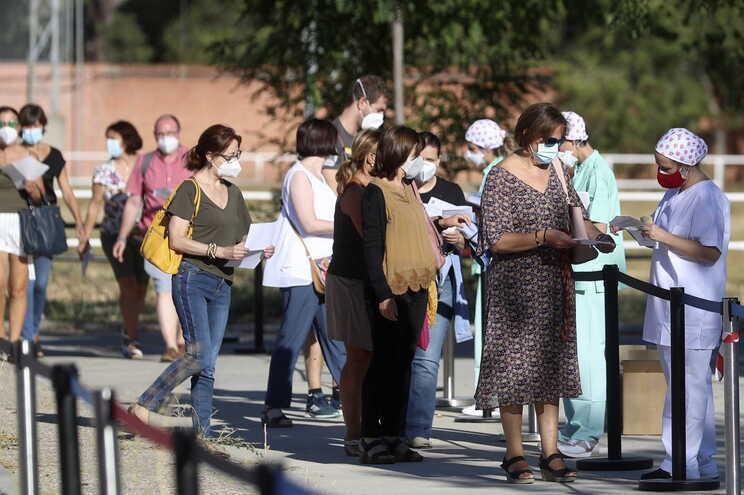 Madrid limita a partir de segunda-feira a um máximo de 10 pessoas as reuniões em espaços públicos e privados