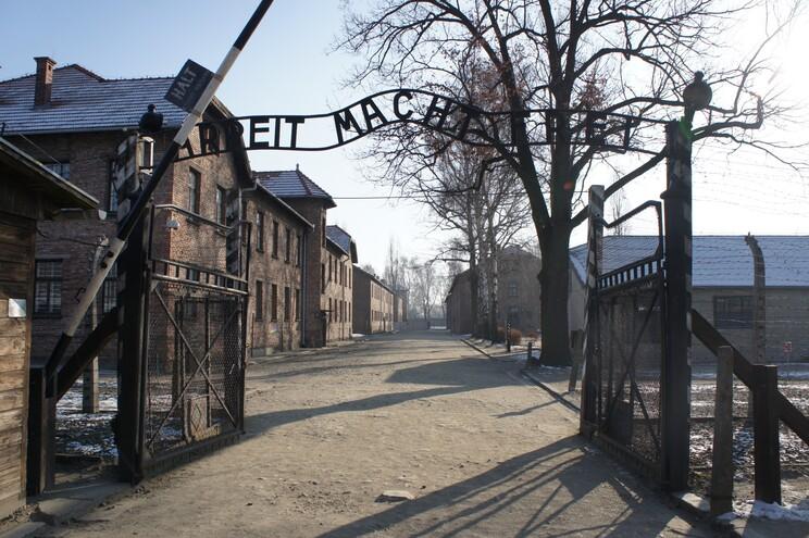 O novo museu terá uma reprodução dos dormitórios de Auschwitz