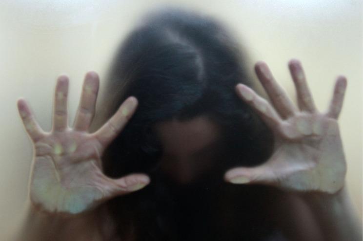Condena a pena suspensa voltou a agredir esposa