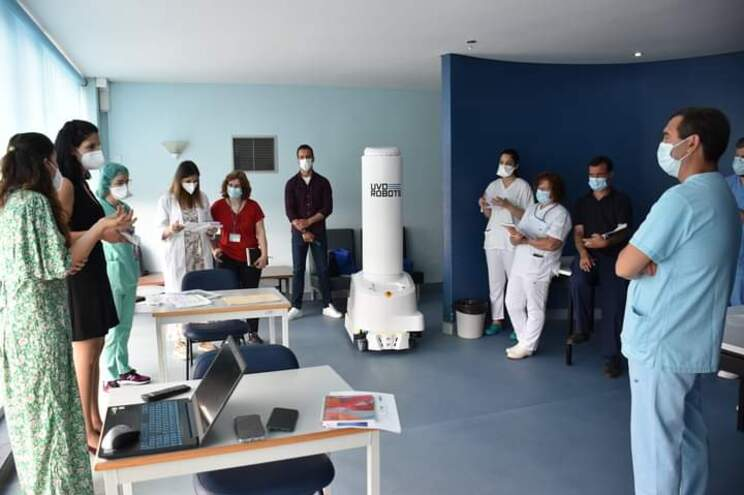 O robô permite uma taxa de 99,9% na destruição de vírus e bactérias