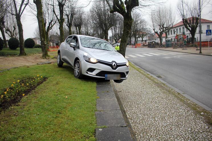 Carros ficaram com marcas da violência