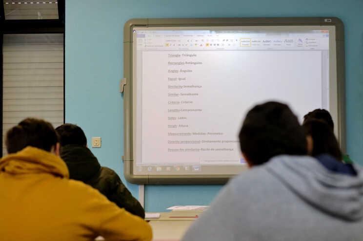 Mais de metade das escolas registaram pelo menos um caso de covid-19