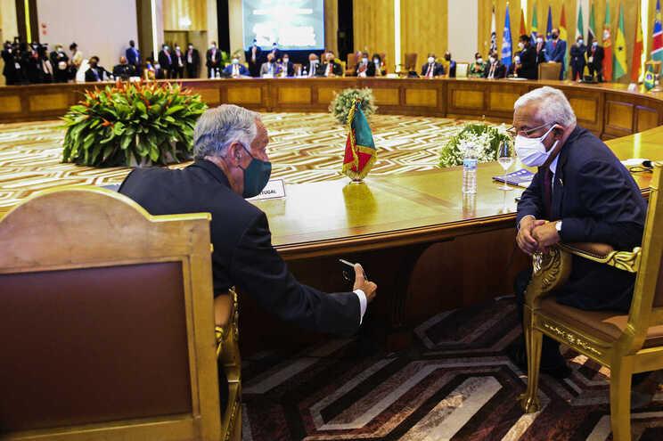 O Presidente da República, Marcelo Rebelo de Sousa,  conversa com o primeiro-ministro, António Costa