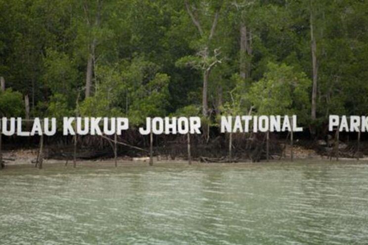 Barco português retido por ancorar ilegalmente em águas da Malásia