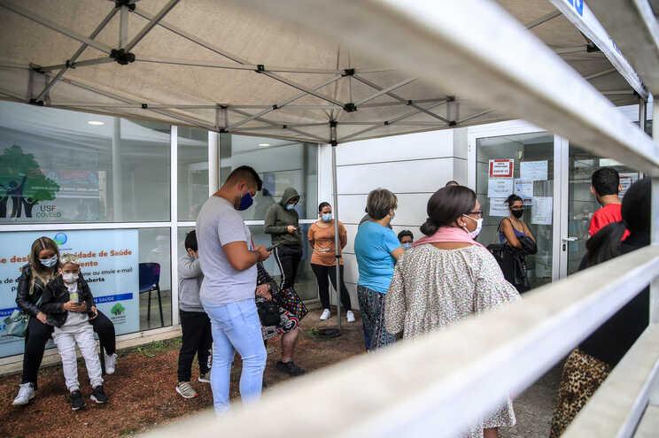 No centro de saúde do Covelo, no Porto, as coberturas foram montadas há vários meses