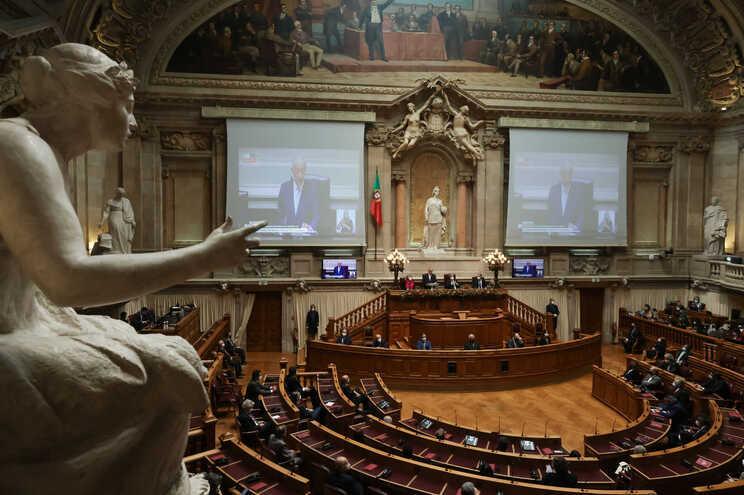 São necessários os votos de dois terços dos deputados para aprovar alterações