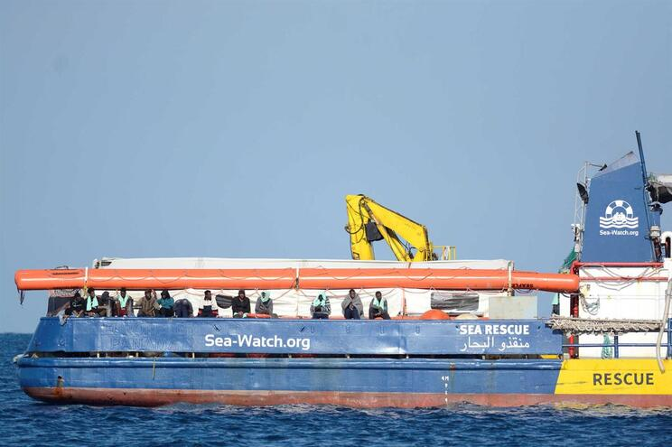 Portugal aceita receber migrantes do Sea Watch 3