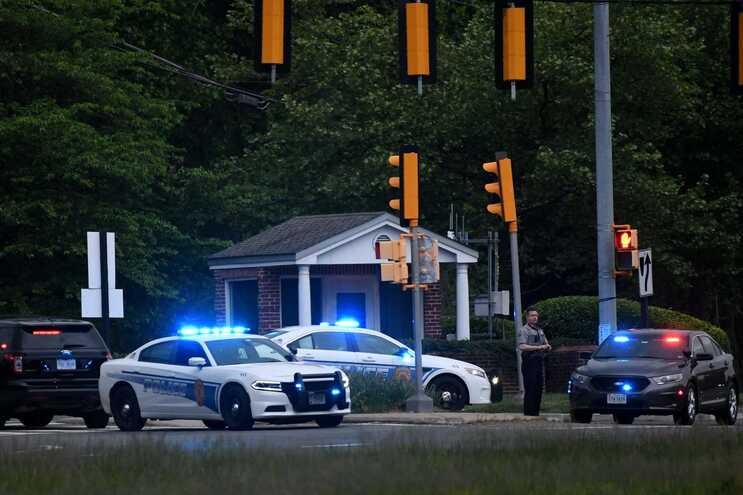 Polícia à entrada da sede da CIA, em Langley, Virginia