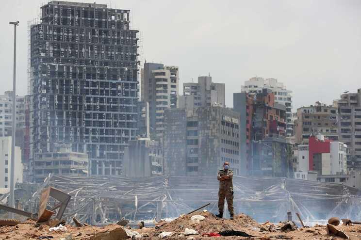 Explosão destruiu milhares de edifícios num raio de cinco quilómetros à volta da zona portuária de Beirute