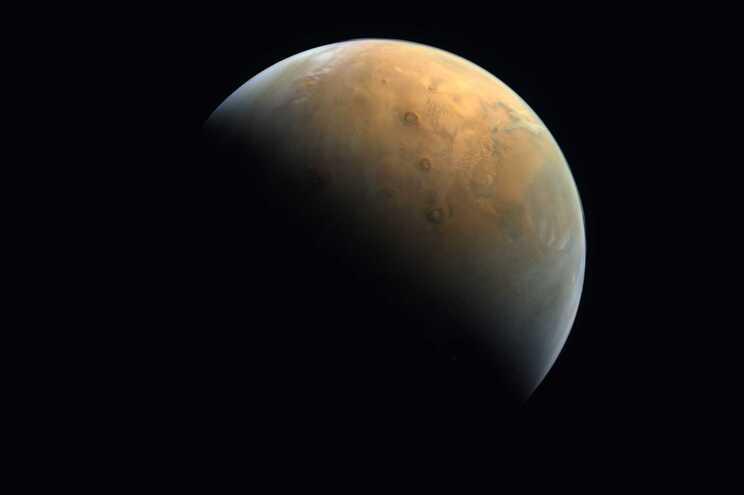 """Sonda """"Amal"""" está em órbita sobre o Planeta Vermelho"""