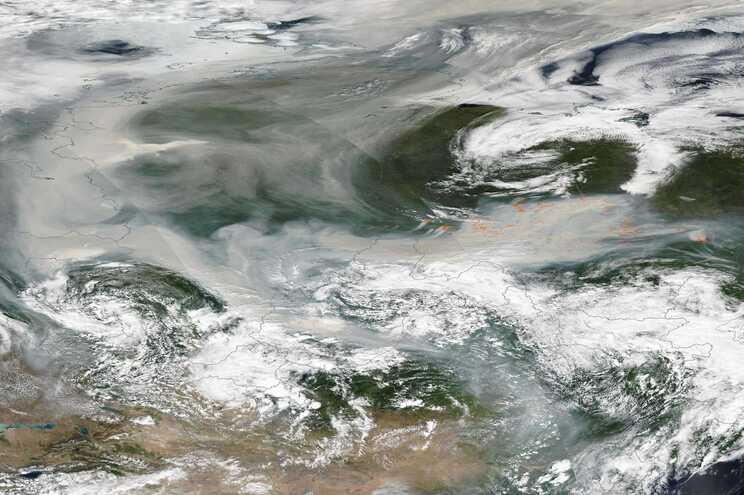 O fumo dos incêndios viajou três mil quilómetros, chegando ao Pólo Norte