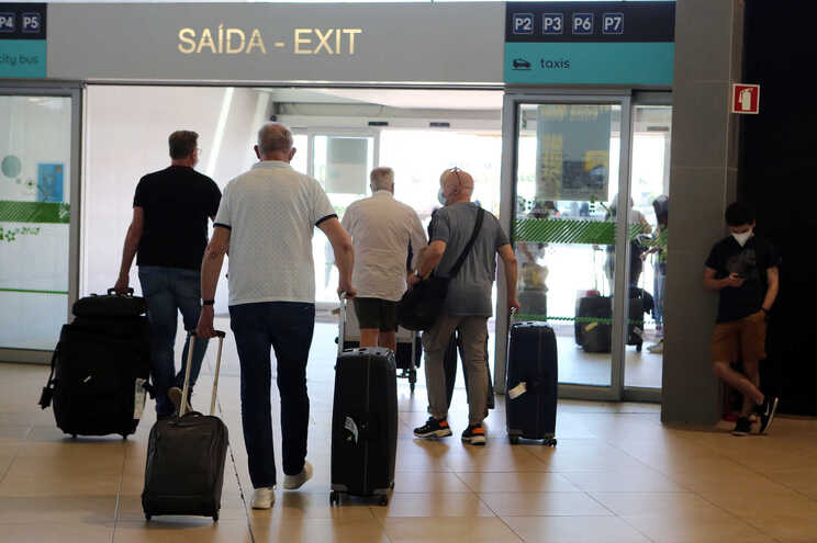 Turistas no Aeroporto de Faro