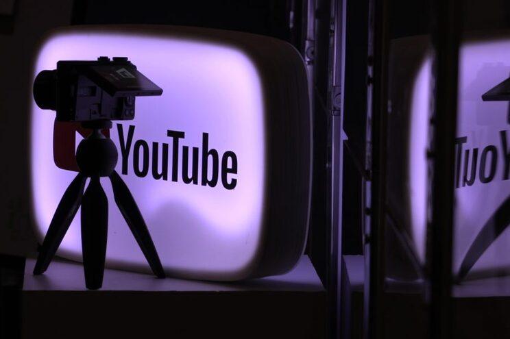 Youtuber invade aulas online e ridiculariza professores e alunos em direto