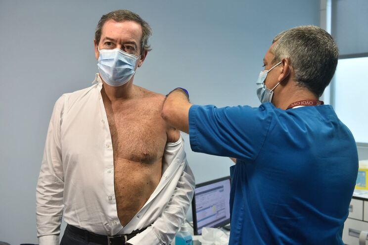 Bastonário da Ordem dos Médicos foi convocado para a vacina como médico urologista do São João.