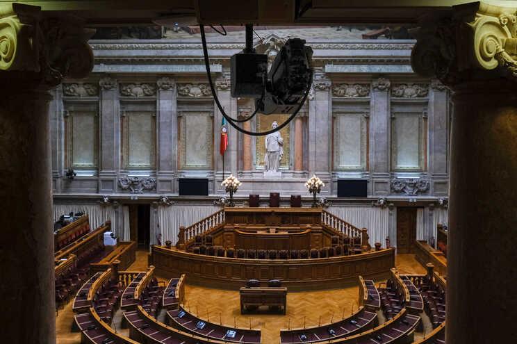 A descrença dos eleitores portugueses parece arrastar consigo toda a Esquerda e Direita tradicionais