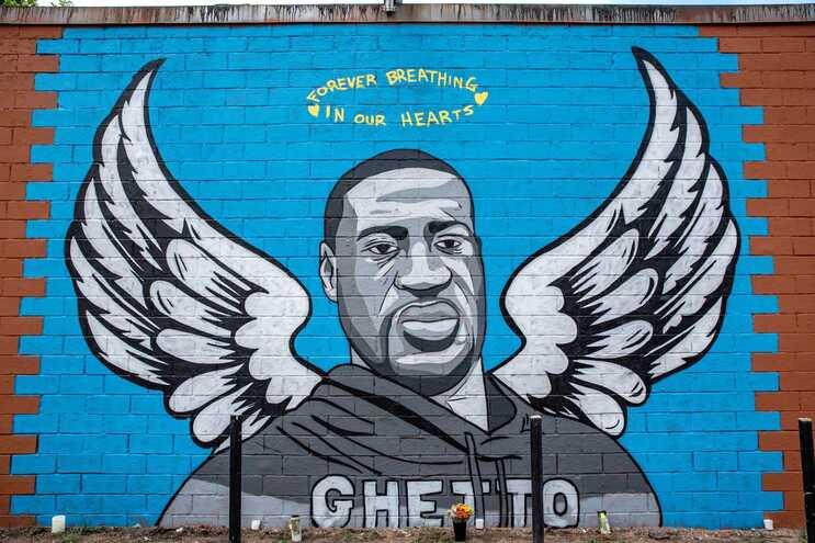 """""""A respirar para sempre nos nossos corações"""": mural em Houston, Texas, EUA"""