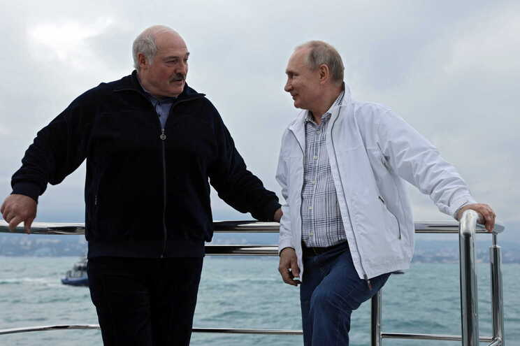 O presidente da Bielorrússia, Alexander Lukashenko, e o presidente da Rússia, Vladimir Putin