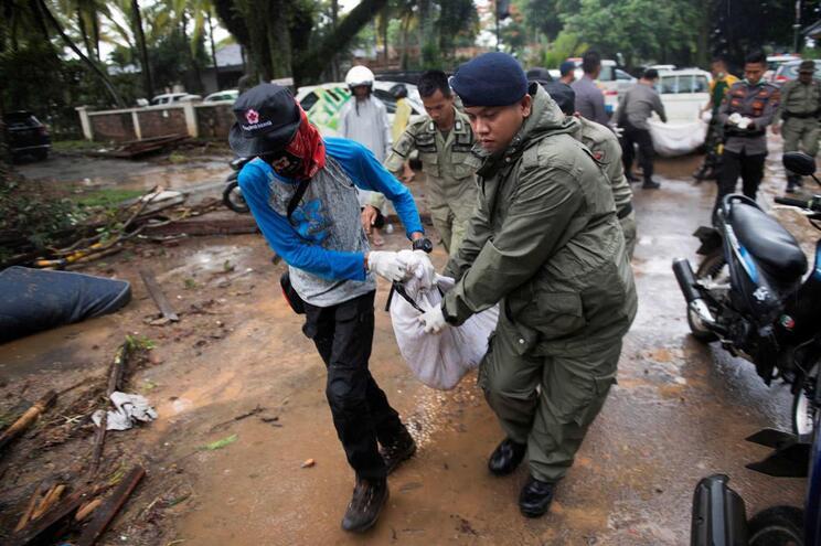 Novo balanço aponta para 281 mortos e mais de mil feridos na Indonésia