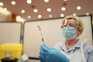 Mais de 40 países já começaram a vacinar contra a covid-19 usando cinco vacinas diferentes
