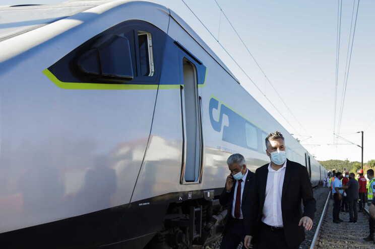 A circulação ferroviária processa-se com limitações de velocidade
