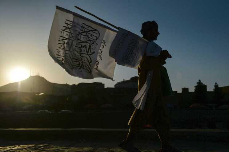 """""""Podem fazer-nos felizes"""". Governador talibã quer que ocidentais voltem com dinheiro"""