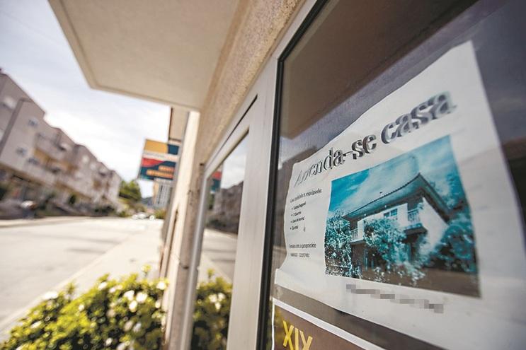 Famílias chamadas a pagar as prestações do crédito