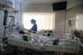 Mais de cem doentes com covid-19 estão internados em unidades de cuidados intensivos
