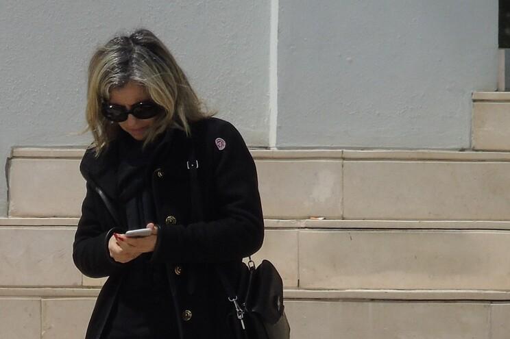 A advogada Ema Magalhães Santos à saída do Palácio da Justiça de Braga