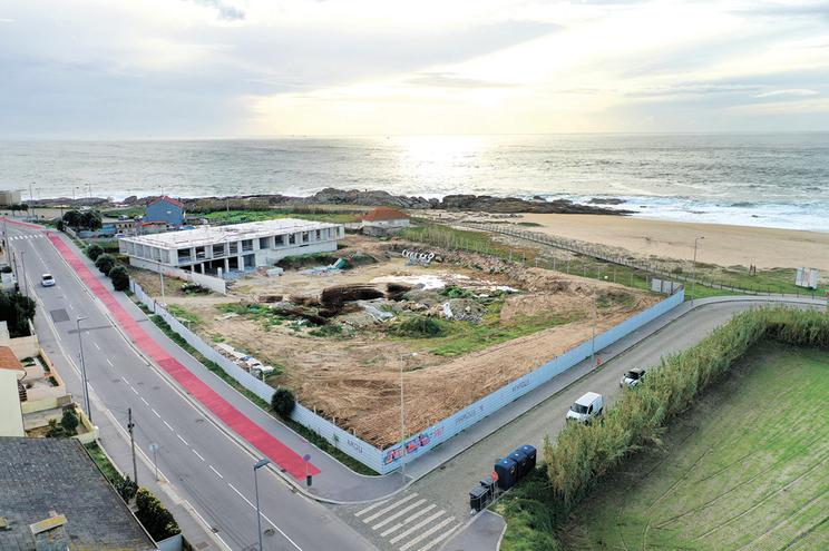 """Terreno de hotel na praia da Memória é """"área de proteção"""""""