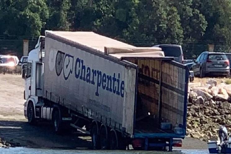 Camião abandonado junto ao Sado levanta suspeitas de tráfico de droga