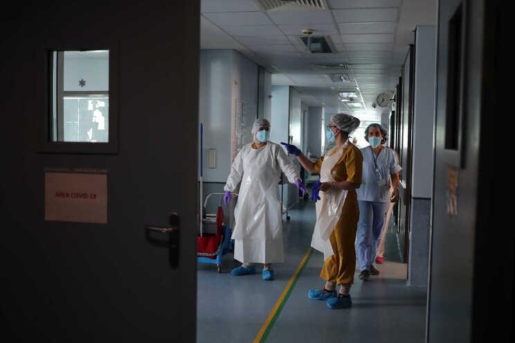 Hospitais da região de Lisboa registam aumento progressivo de internamentos