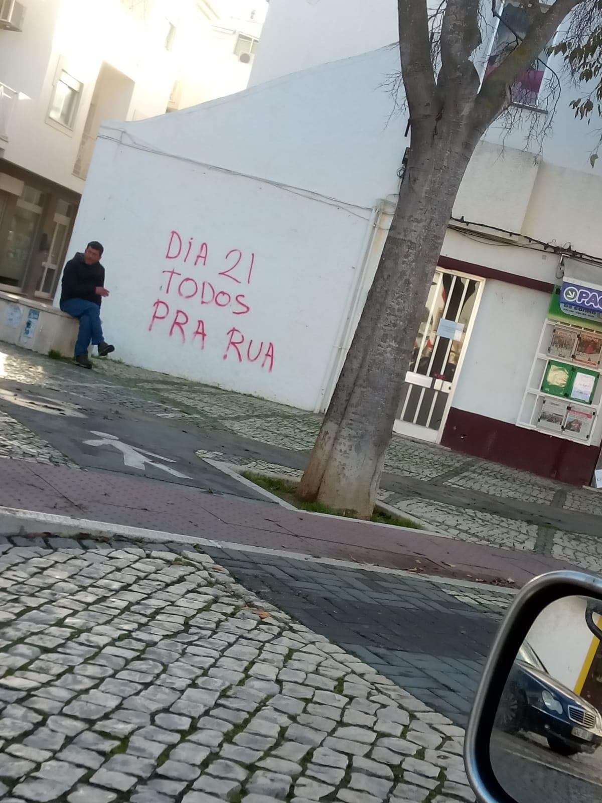 Mensagens publicadas na rua