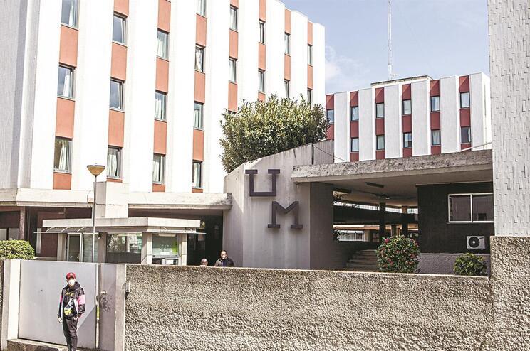 Universidade do Minho colocou 90 estudantes em quarentena nas residências da academia e suspendeu as
