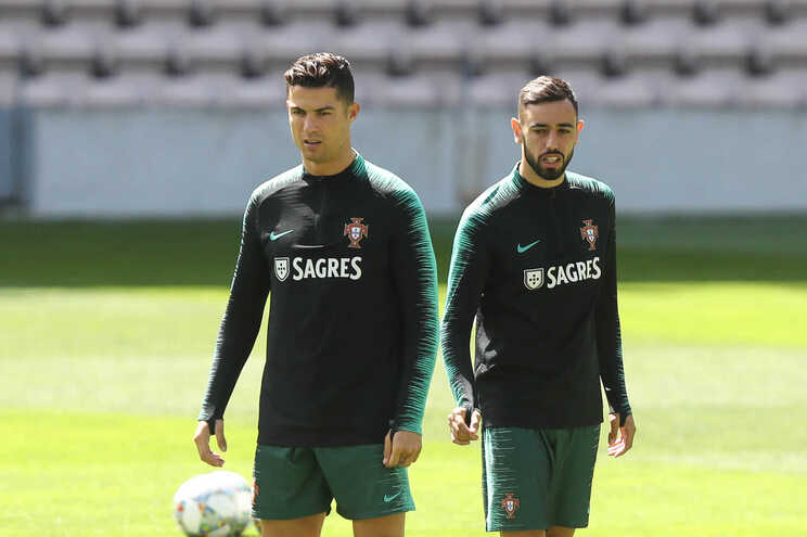 Os portugueses Cristiano Ronaldo, avançado da Juventus, e Bruno Fernandes, médio do Manchester United