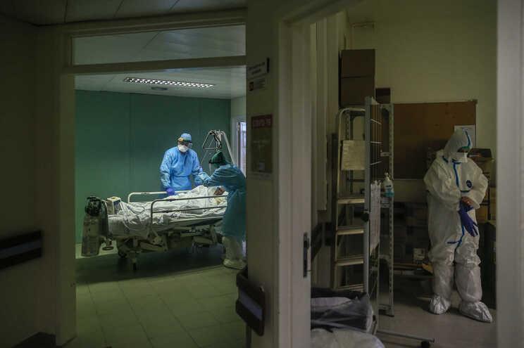 Internados aumentam em dia com duas mortes por covid-19