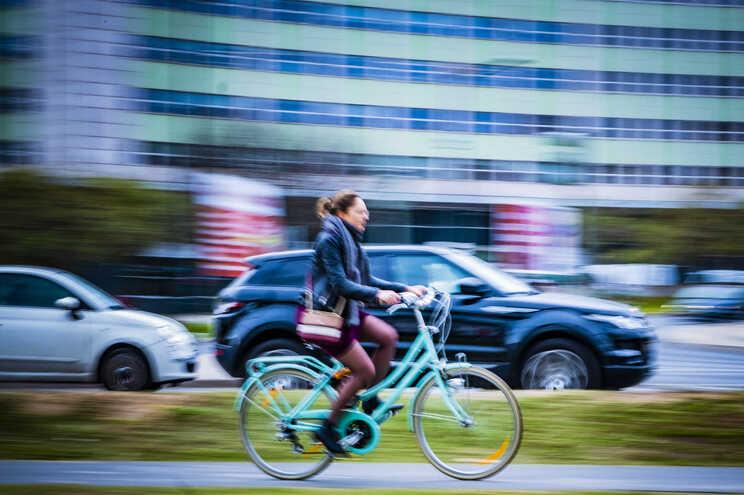 EMEL quer saber, por exemplo, se os utilizadores de transportes como bicicletas, dependendo do género