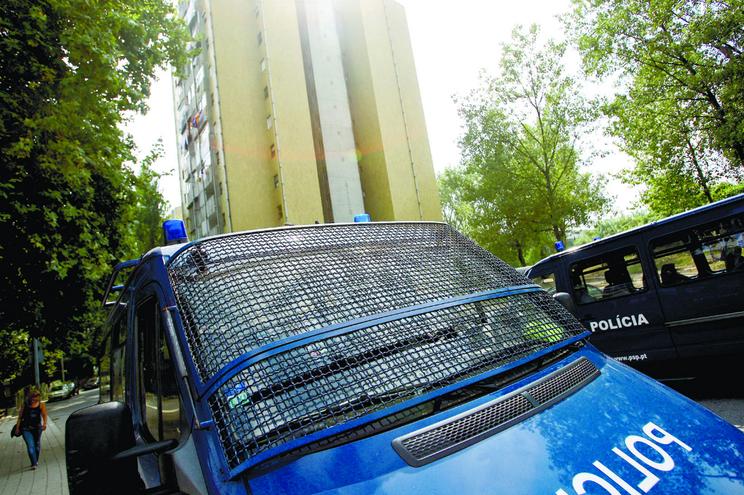 Preso algemado foge à PSP durante motim no Aleixo