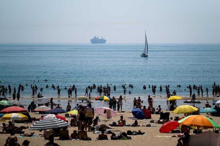 Houve também multas nas praias por incumprimento do dever geral de recolhimento e uma por violação do