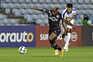 Jovane Cabral, do Sporting, e Afonso Taira, do Belenenses SAD, disputam a bola