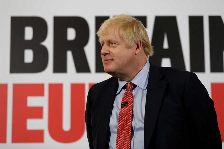 Especialistas em sondagens apontam para maioria absoluta de Boris Johnson