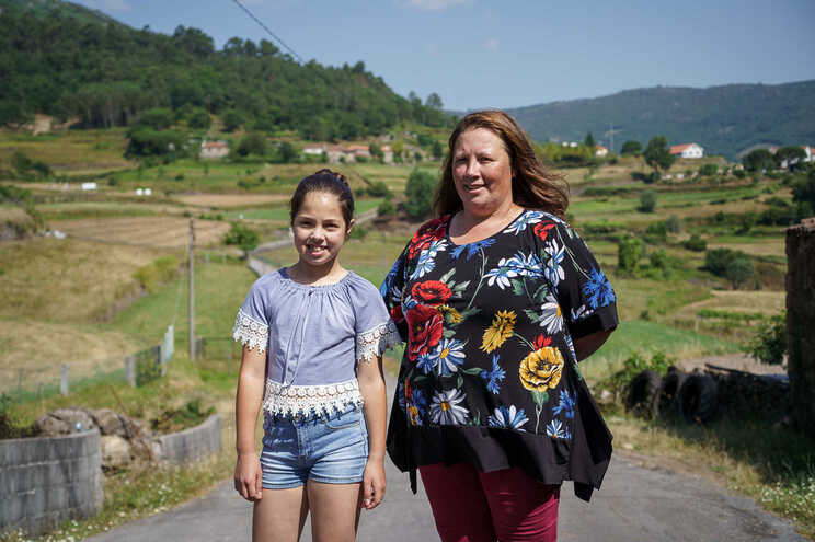 """Na aldeia de Rendufe, Gabriela gostava de ter um irmão, mas a mãe, Rita, diz que """"fechou a loja"""""""