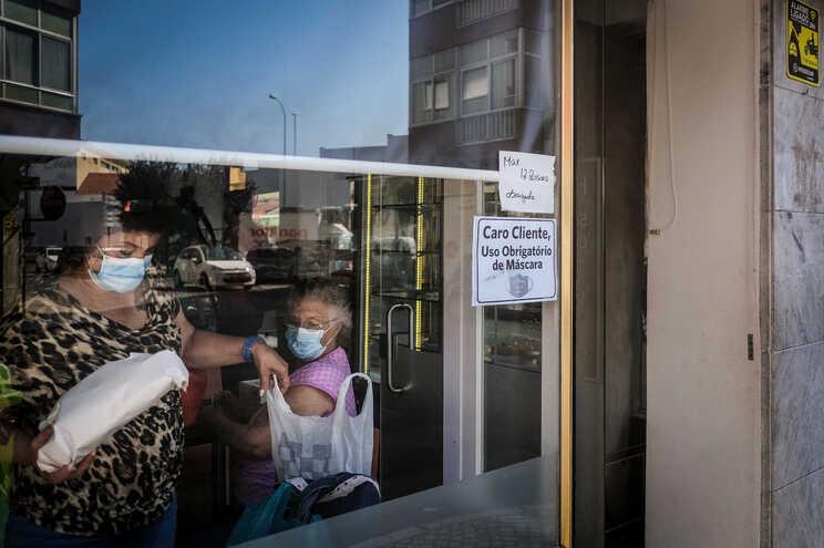 OMS sugere que se evitem espaços fechados com aglomeração de pessoas