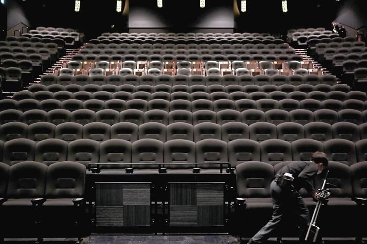 Sem filmes novos para mostrar, os maiores exibidores de cinema não têm ainda data para abrir