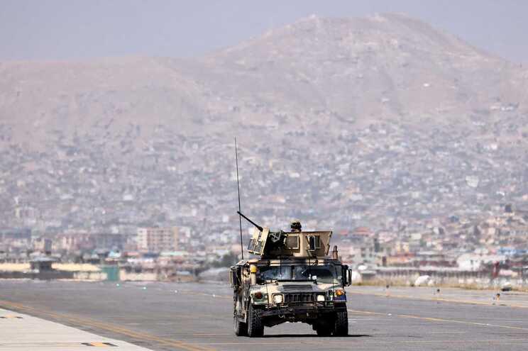 Aeroporto de Cabul é controlado pelos talibãs