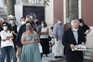 Populares aguardam para prestarem homenagem durante as cerimónias fúnebres de Otelo Saraiva de Carvalho